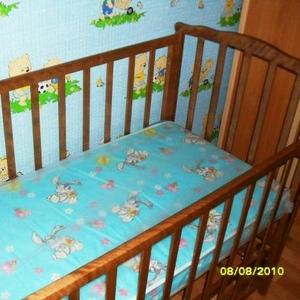 детская кроватка,  новый  кокосовый матрасик,   дерево