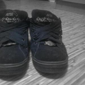 Продам кроссовки.почти новые.